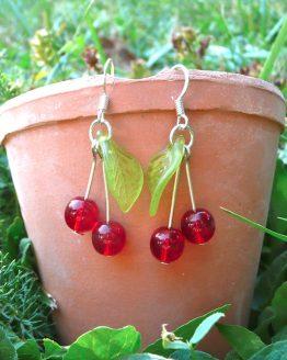 Boucles d'oreilles cerises argentées vert clair par Annamorfoz