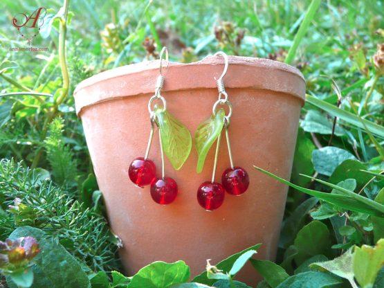 Boucles d'oreilles cerises avec des feuilles vert clair style rockabilly annamorfoz