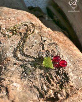 chaine bronze laiton avec un joli pendentif breloques cerises entièrement fait main par Annamorfoz