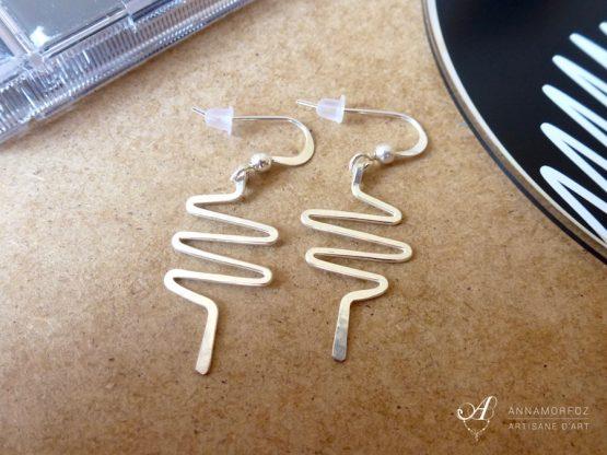 Boucles d'oreilles Electro courtes faites à la main par Annamorfoz
