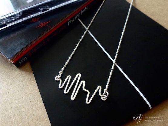 collier avec pendentif battement de cœur