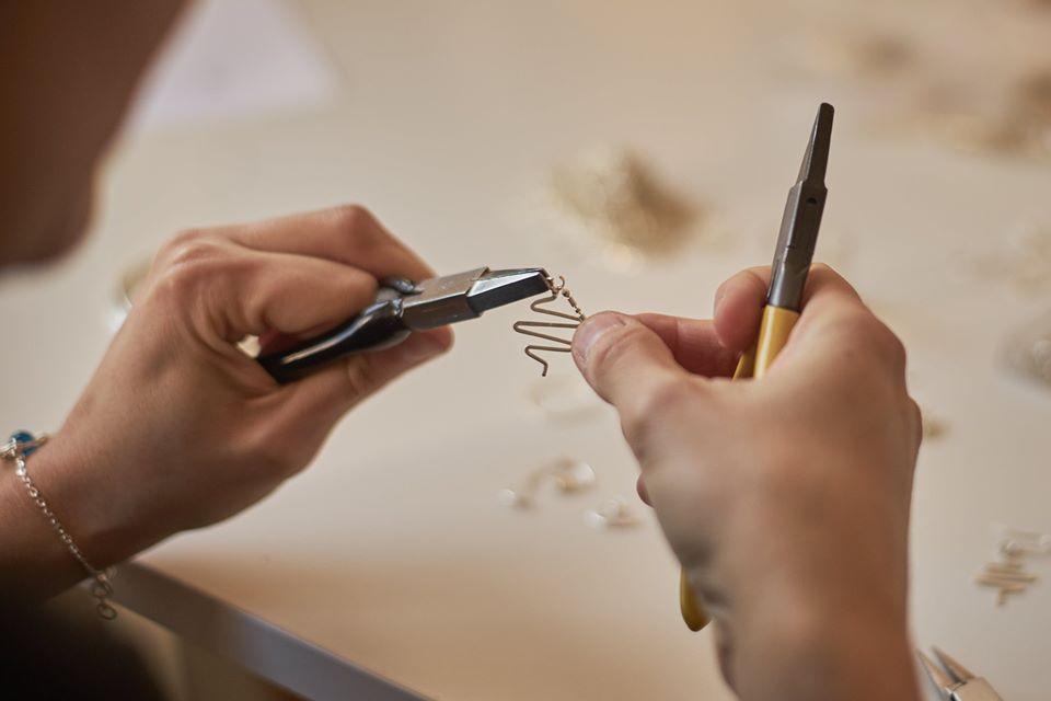 Fabrication en cours d'un motif Electro dans l'atelier d'Anna Mouquod / Annamorfoz