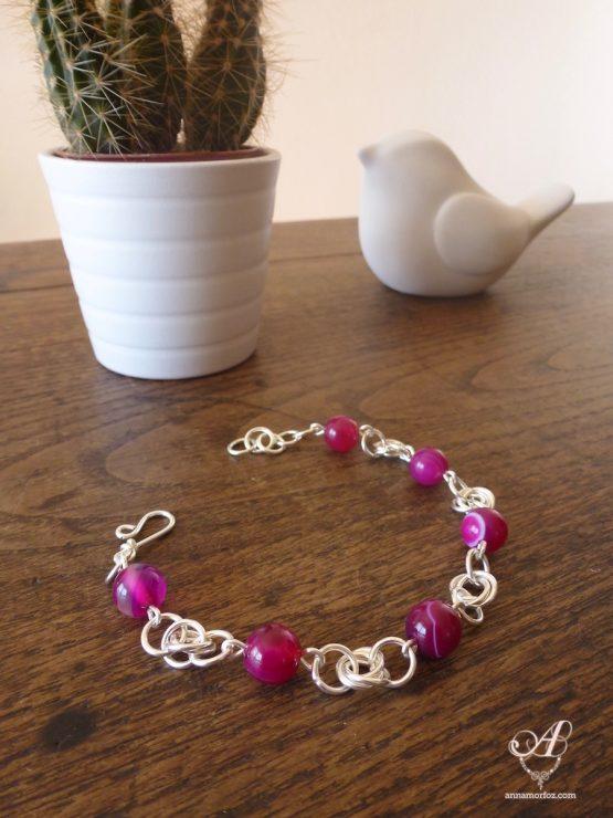 Bracelet en agate rose et trois anneaux entrelacés faits à la main par Annamorfoz