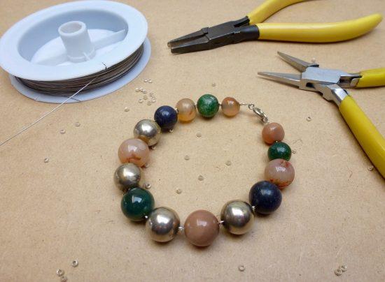 Réparation d'un bracelet fait main par Annamorfoz