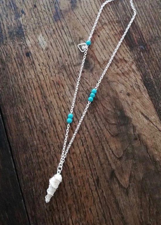 Collier coquillage bleu turquoise fait main par Annamorfoz