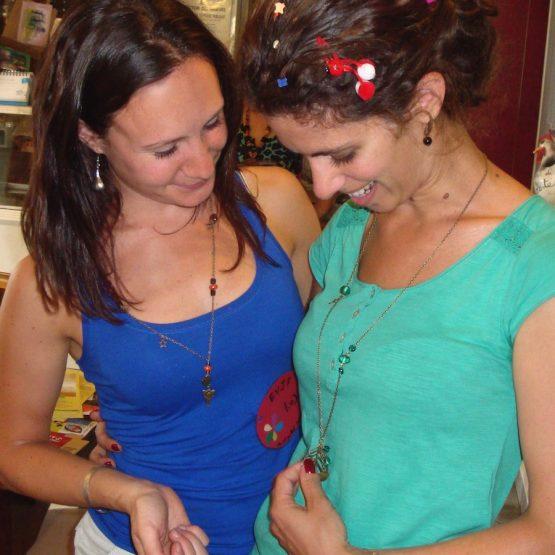 Atelier de création de bijoux pour un enterrement de vie de jeune fille EVJF pour adultes à domicile sur Strasbourg par Annamorfoz