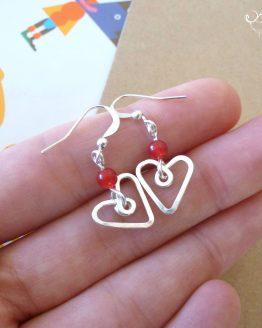 Boucles d'oreilles coeurs rouges faites à la main par Annamorfoz