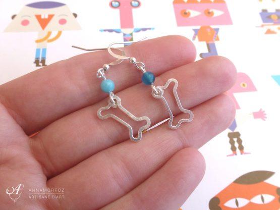 Boucles d'oreilles os argentés et bleu turquoise faites à la main par Annamorfoz