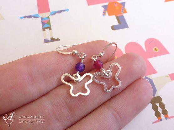 Boucles d'oreilles mini papillons rose et violet faites à la main par Annamorfoz