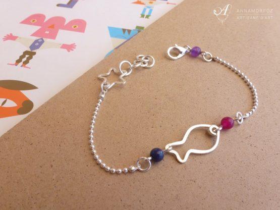 Bracelet poisson argenté avec lapis lazuli, jade mauve et rose, bijou fait à la main par Annamorfoz