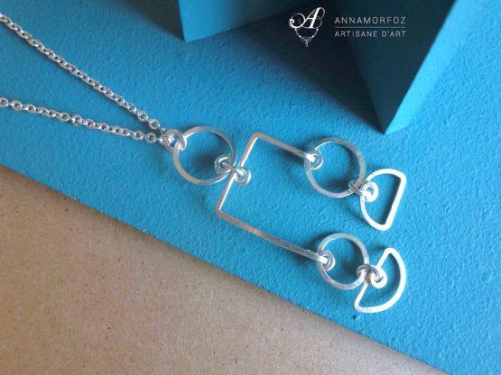 collier avec pendentif mobile géométrique par Annamorfoz