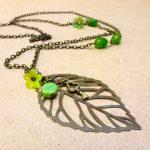 sautoir avec feuille bronze et vert - technique des chaines pour les ateliers de création de bijoux à domicile Annamorfoz