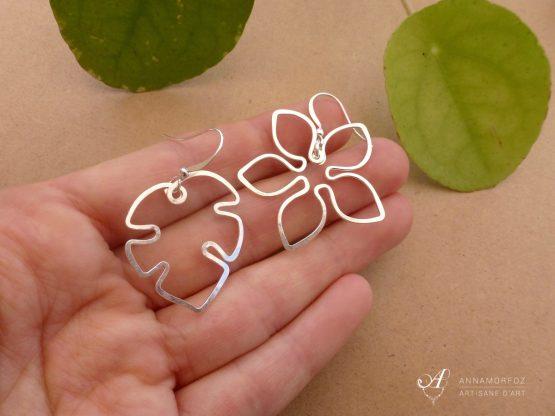 boucles d'oreilles feuille et fleur dépareillées