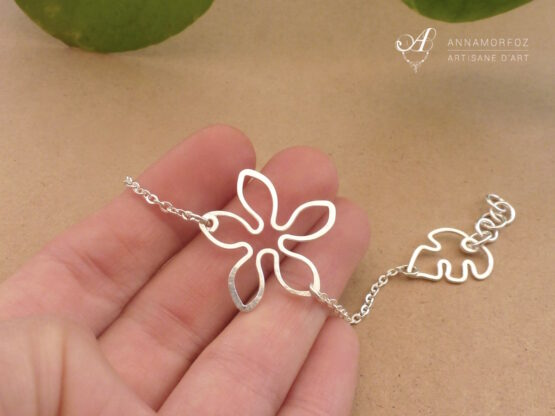 bracelet fleur fin avec chaine en métal argenté