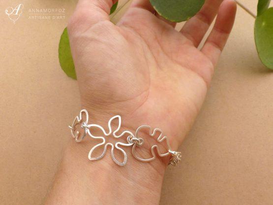 bracelet fleurs et feuilles de Monstera porté