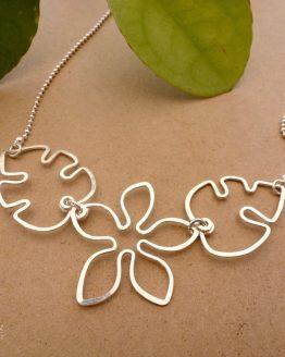 collier fleur et feuilles argenté Annamorfoz