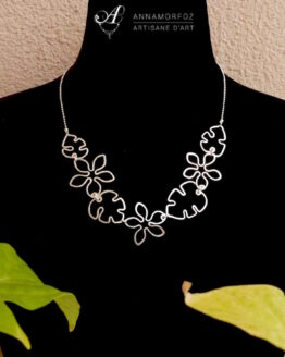 collier fleurs et feuilles de Monstera en plaqué argent fait à la main par Annamorfoz