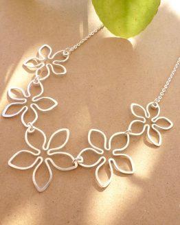 collier fleurs tropicales en plaqué argent fait main par Annamorfoz