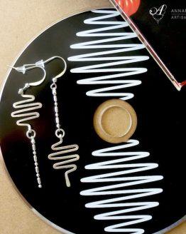 Boucles d'oreilles zig zag fréquences musiclaes inspirées de l'album d'Arctic Monkeys