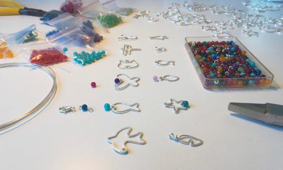 bijoux faits main en fabrication par Anna Mouquod