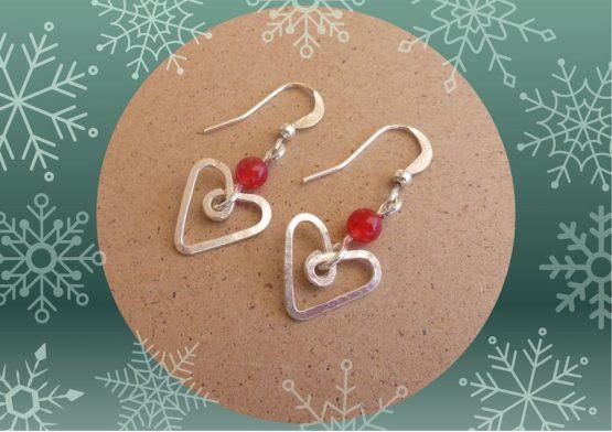 boucles d'oreilles coeurs rouges pour la saint valentin