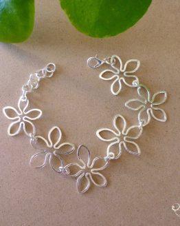 bracelet fleurs fait à la main