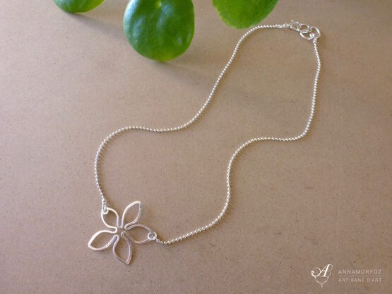 collier fleur argenté