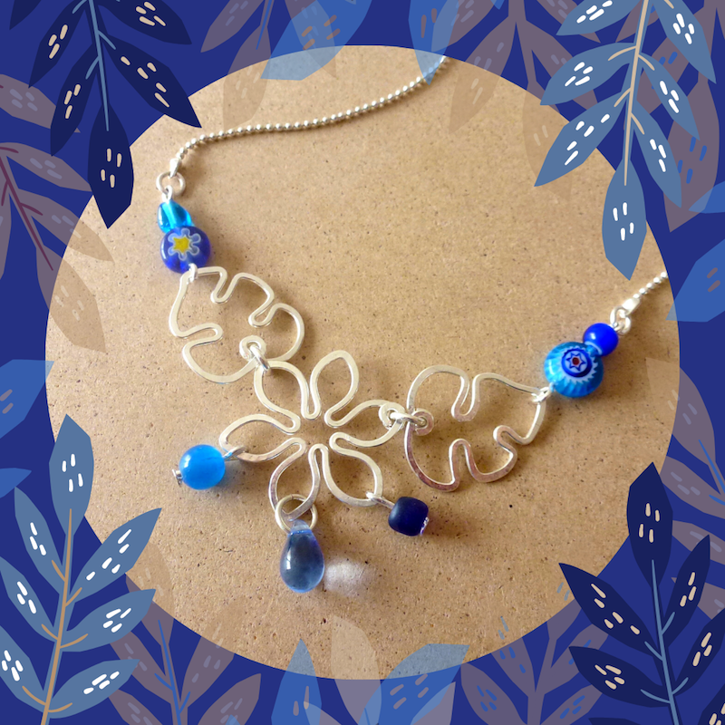 Collier fleur perles bleues